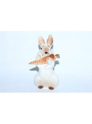 Скульптура Заяц с морковкой 2