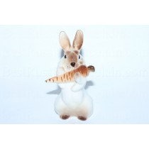 Скульптура Заяц с морковкой 3